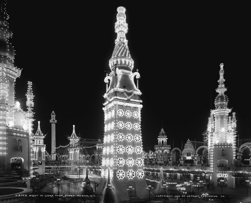 Iconic photograph of Luna at night, circa 1903